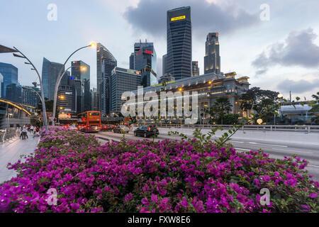 Financial District, Fullerton Hotel, Skyscraper,  Twilight,  Singapore, Singapur, Southest Asia, travelstock44 - Stock Image