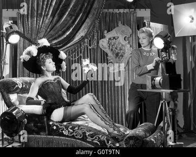 Suzy Delair and Simone Renant / Quai des Orfèvres / 1947 directed by Henri-Georges Clouzot (Majestic-Film) - Stock Image