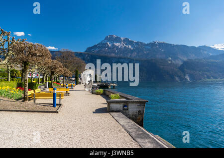 View of Lake Lucerne (Vierwaldstättersee) and the Swiss Alps including Niderbauen peak from the waterfront - Stock Image