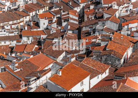 View of a typical village of Alentejo with the sinuous streets, white washed walls and red orange rooftops. Castelo de Vide, Alto Alentejo, Portugal - Stock Image