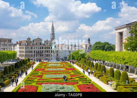 People wandering in the gardens of the Mont des Arts Garden Kunstberg brussels Belgium Eu Europe - Stock Image