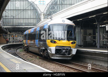 Heathrow Express unit No. 332013 sits in London Paddington on 2nd September 2016 having just arrived from Heathrow - Stock Image