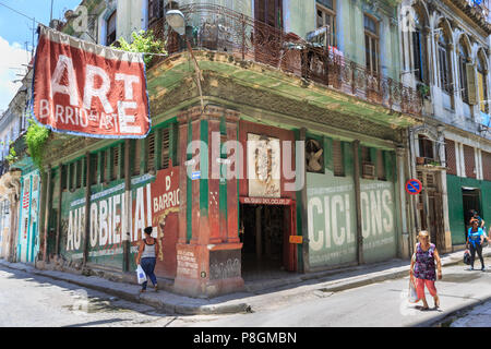 Gallery art studio and shops on O'Reilly and Villegas streets with Barrio del Arte banner from the Autobienal art exhibition, Havana, Cuba - Stock Image