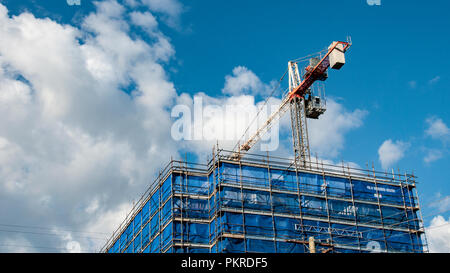Gosford, New South Wales, Australia - September 7. 2018: Construction and building progress update 133.  A working tower crane on new home units build - Stock Image