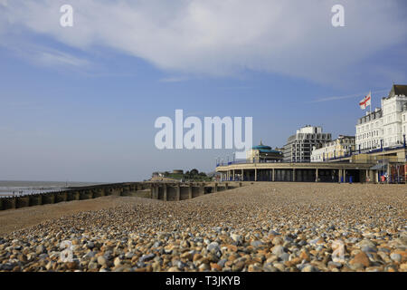 Eastbourne, UK. 10th Apr, 2019. Uk Weather: Blue skies over Eastbourne this morning on a warm but windy start to the day.Eastbourne, East Sussex, Uk Credit: Ed Brown/Alamy Live News - Stock Image