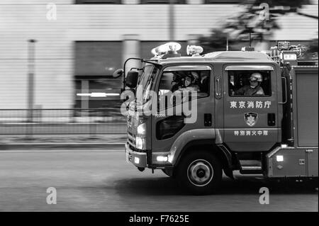 Fire truck on the way to an emergency in Akasaka, Tokyo - Stock Image