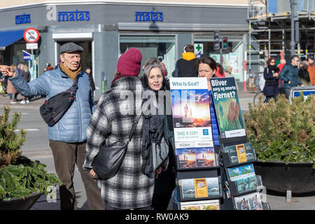 'Who Is God?' – Jehovah's Witnesses speaking to a passer-by; Noerreport, Copenhagen, Denmark - Stock Image