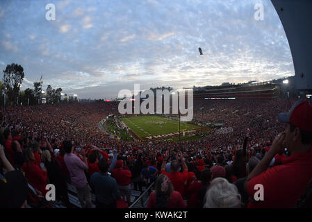 Pasadena, California, USA. 01st Jan, 2018. A wide angle view of the stadium during the 2018 Rose Bowl semi-final - Stock Image