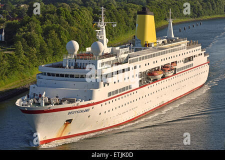 Cruisevessel Deutschland changed funnelcolor into yellow while passing the Kiel-Canal - Stock Image