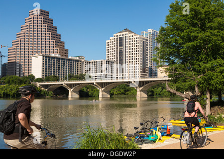 Cyclists Lady Bird Lake Austin skyline Texas USA - Stock Image