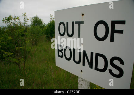 Out of Bounds sign on golf course - Stock Image