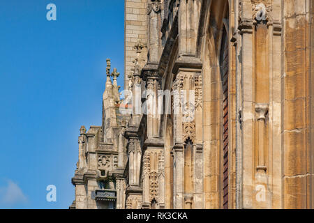 Detail of south face of Truro Cathedral, the Cathedral of the Blessed Virgin Mary, Cornwall, UK, built between 1880 and 1910 from local granite. - Stock Image
