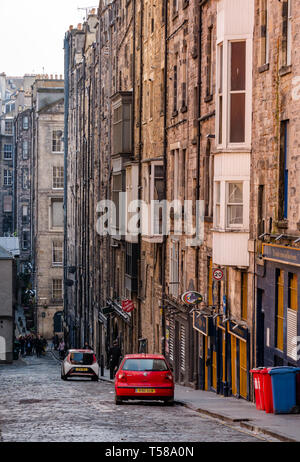 View down Niddry Street with tall tenement buildings and cobbled road, off Royal Mile, Edinburgh, Scotland, UK - Stock Image