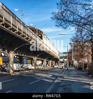 Berlin Kreuzberg Prinzenstrasse U-Bahn Underground railway station on raised viaduct and access bridge. Serves U1 & U3 lines. - Stock Image