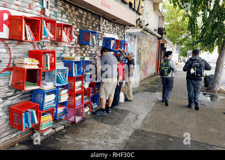 Free books on the streets of San Juan, Puerto Rico - Stock Image