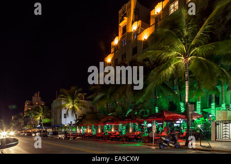 Brightly lit umbrellas of Finnegan's Way Irish Sports Bar and restaurant on Deco Drive in Miami's South - Stock Image