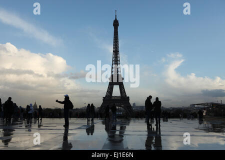 Eiffel Tower viewed from the Palais de Chaillot in Paris, France. - Stock Image