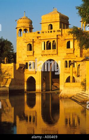 Teelon Ki Pol, Gadi Sagar Reservoir, Jaiselmer, Rajasthan, India - Stock Image