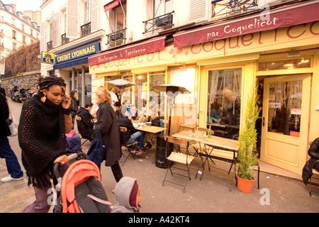 Paris France Montmatre Cafe black women with child - Stock Image