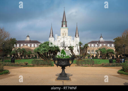 Jackson Square New Orleans, view across Jackson Square towards St Louis Cathedral and The Cabildo (left) and Presbytere (right), New Orleans, USA - Stock Image