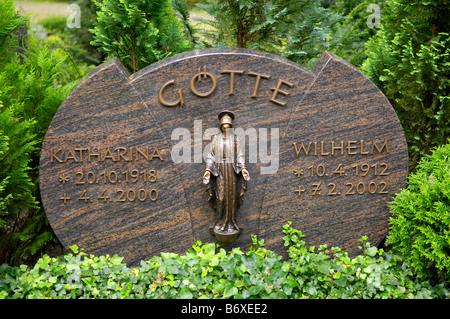 gotte friedhof sennelager cemetery graveyard headstone death mortality tribute burial memorial germany deutschland - Stock Image