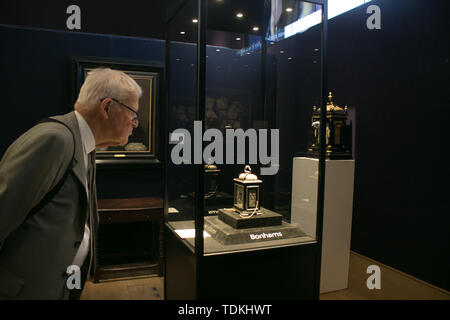 Bonhams London, 17th June 2019. The King William & Queen Mary Royal Tompion table clock made by master clockmaker Thomas Tompion for Queen Mary II in 1693  expected to fetch in excess of £2,000,000. Bonhams photocall of the World's Most valuable clocks from the Clive Collection to appear at auction Credit: amer ghazzal/Alamy Live News - Stock Image