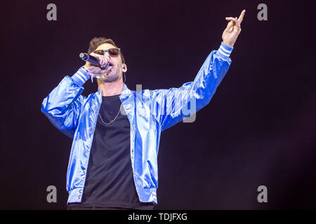 June 16, 2019 - Manchester, Tennessee, U.S - ANDY SAMBERG of The Lonely Island during the Bonnaroo Music + Arts Festival in Manchester, Tennessee (Credit Image: © Daniel DeSlover/ZUMA Wire) - Stock Image