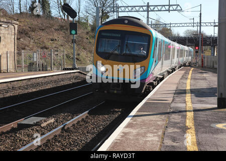 A TransPennine Express train approaching Platform 2 at Oxenholme station in the Lake District, Cumbria, northern England - Stock Image