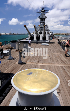Capstan of 15,000 pound capacity winch on aft deck of battleship Missouri. Battleship Missouri Memorial, Pearl Harbour, - Stock Image