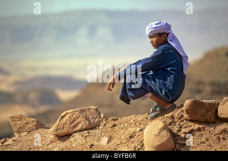 Young Bedouin boy in the Sinai desert, Egypt, Africa - Stock Image