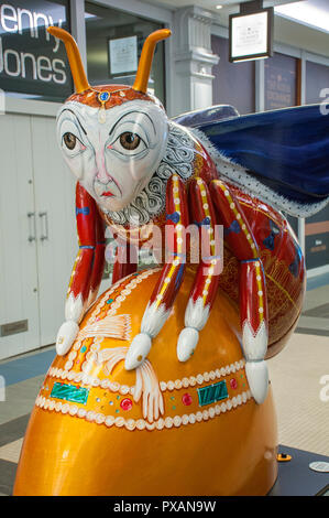 Queen Bee, by Lee O'Brian.  One of the Bee in the City sculptures, Royal Exchange Mall, Manchester, UK. - Stock Image