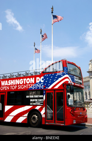 Tour bus in front of the Union station, Washington DC - Stock Image
