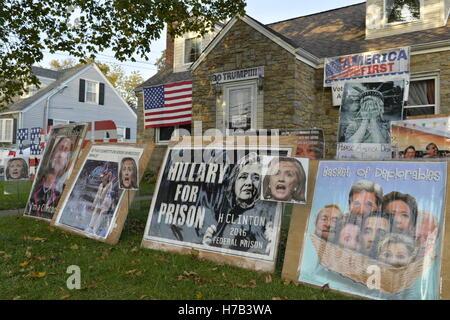 Bellmore, United States. 02nd Nov, 2016. Bellmore, New York, USA. November 2, 2016. Political signs against Democratic - Stock Image
