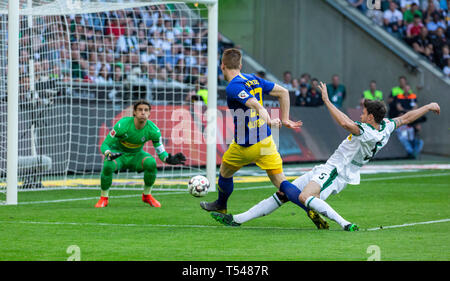 sports, football, Bundesliga, 2018/2019, Borussia Moenchengladbach vs RB Leipzig 1-2, Stadium Borussia Park, scene of the match, 0-2 goal to Leipzig, f.l.t.r. keeper Yann Sommer (MG), goal scorer Marcel Halstenberg (RBL), Tobias Strobl (MG), DFL REGULATIONS PROHIBIT ANY USE OF PHOTOGRAPHS AS IMAGE SEQUENCES AND/OR QUASI-VIDEO - Stock Image