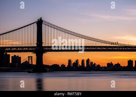 Manhattan Bridge at sunrise - Stock Image