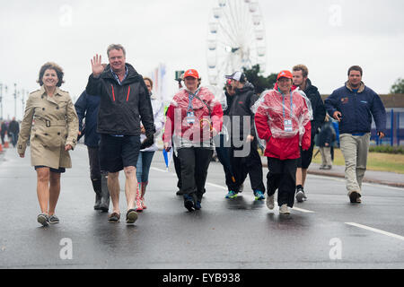 Portsmouth, UK. 26th July 2015. Volunteer 'Wavemakers' lead spectators away from the America's Cup site - Stock Image