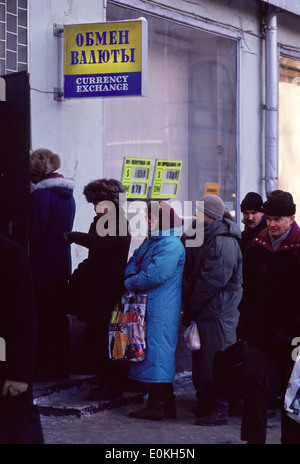 Lining up to exchange Rubles for Dollars on Ulitsa Payatniskaya near the Kremlin in central Moscow, Russia - Stock Image