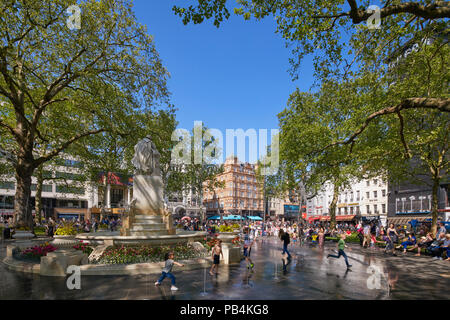 Children playing in fountain in Leicester Sq, London, England - Stock Image