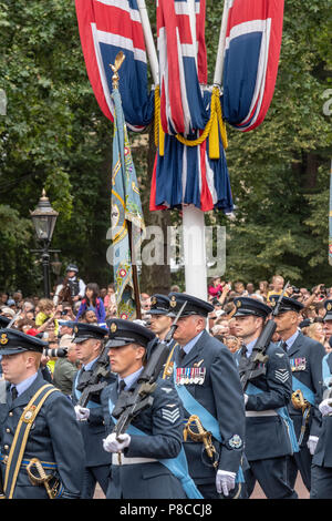 London 10th July 2018 The RAF 100 flypast in the Mall London Credit Ian Davidson/Alamy Live News Credit: Ian Davidson/Alamy Live News - Stock Image