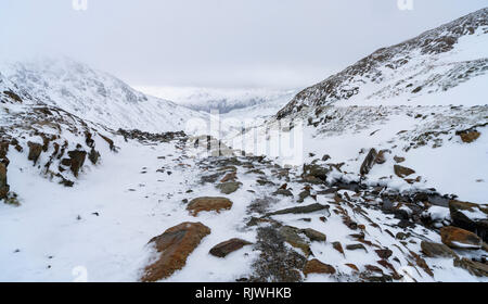 Views along the Miner's Track towards the summit of Y Wyddfa (Snowdon) on a snowy, Winter's day. - Stock Image
