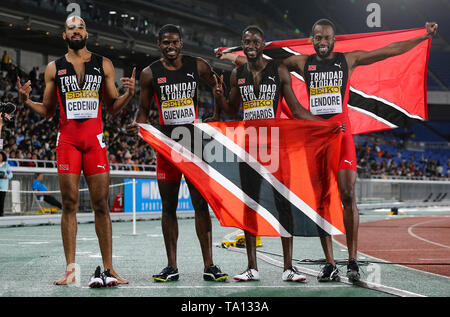 YOKOHAMA, JAPAN - MAY 12: Machel Cedenio, Asa Guevara, Jereem Richards and Deon Lendore of Trinidad and Tobago hold up their national flag after they won the mens 4x400m relay final during Day 2 of the 2019 IAAF World Relay Championships at the Nissan Stadium on Sunday May 12, 2019 in Yokohama, Japan. (Photo by Roger Sedres for the IAAF) - Stock Image
