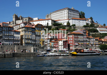 Buildings on the banks of the River Douro, Oporto, Portugal - Stock Image