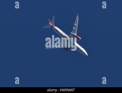 Boeing 787 Dreamliner, Virgin Atlantic flying over Hook Norton en route to London Heathrow Airport - Stock Image
