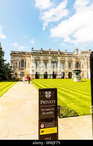 University of Cambridge, University of Cambridge CCTV sign, University of Cambridge crest, University of Cambridge logo, security, warning, sign, UK - Stock Image