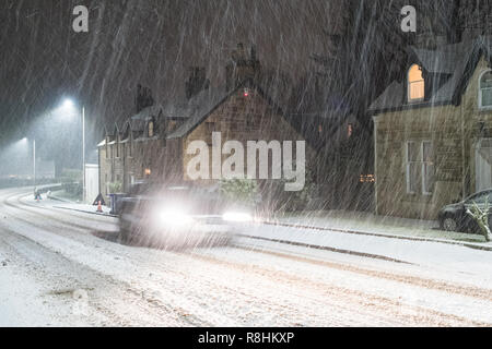 Killearn, Stirlingshire, Scotland, UK - 15 December 2018: UK weather - after a predominantly wet day, snow begins to fall in earnest  in the early evening in the Stirlingshire village of Killearn as Storm Deirdre brings wintry conditions to Scotland  Credit: Kay Roxby/Alamy Live News - Stock Image