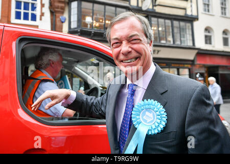 Brexit Party leader Nigel Farage laughs as he meets a Royal Mail driver during the campaign trail in Exeter, ahead of this week's European elections. - Stock Image