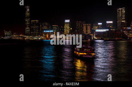 The Kowloon ferry approaching Hong Kong Island - Stock Image