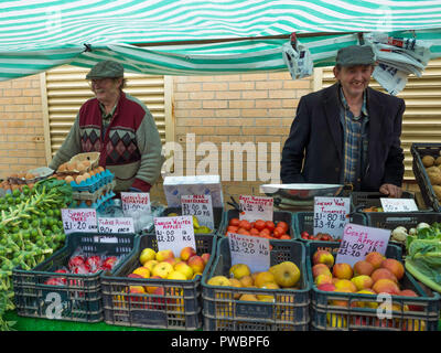 Two smiling North Yorkshire Farmers displaying their vegetables and farm produce at a Farmers Market sale in North Yorkshire - Stock Image