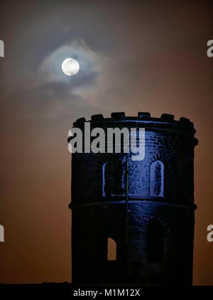 Buxton, UK. 31st Jan, 2018. UK Weather: super blue blood full moon Solomon's Temple Buxton Derbyshire, also - Stock Image