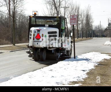 Elgin Pelican street sweeper cleaning city street - Stock Image